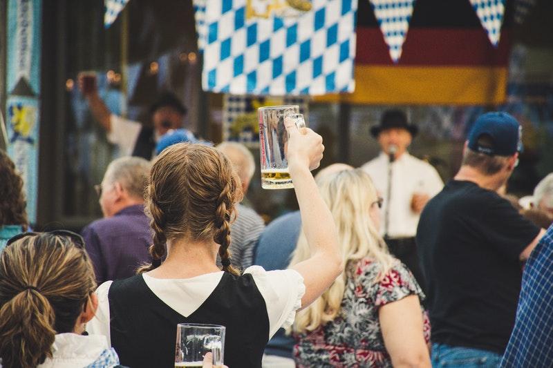 cách uống bia không say