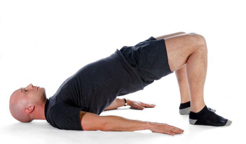 tăng chiều cao bằng tư thế nâng xương chậu