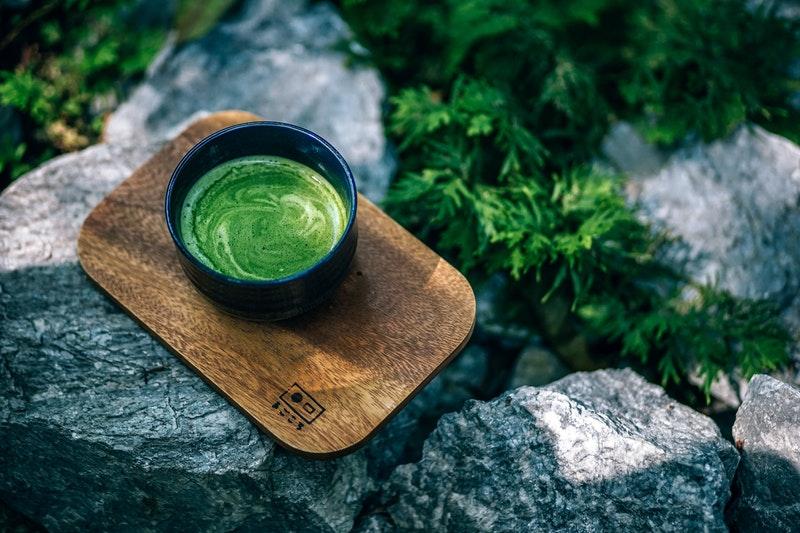 uống nước trà xanh