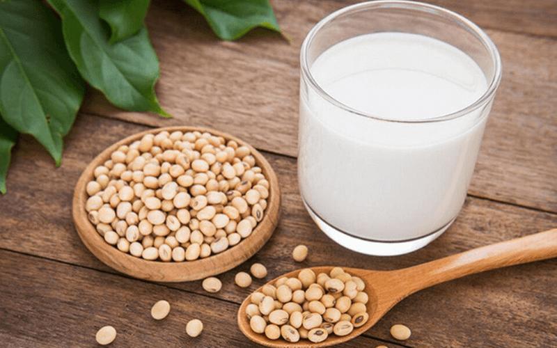 Uống sữa đậu nành giúp tăng kích thích vòng 1